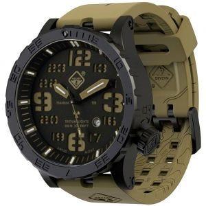 Reloj de titanio con tritio Hazard 4 Heavy Water Diver en Cavern y detalles en verde y amarillo