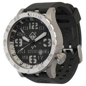 Reloj de titanio con tritio Hazard 4 Heavy Water Diver con manecilla GMT en Blacktie White y detalles en verde y amarillo