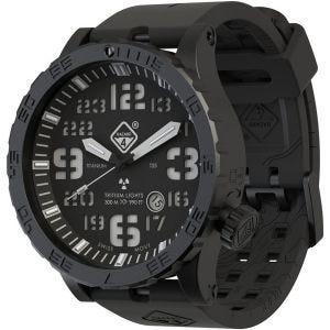 Reloj de titanio con tritio Hazard 4 Heavy Water Diver con manecilla GMT en Nightwatch y detalles en verde y amarillo